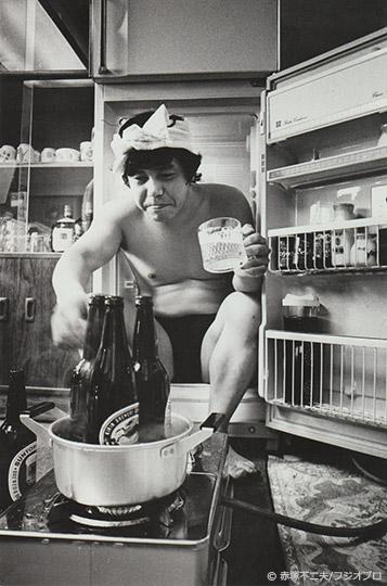 第21回「セリフをつけて」冷蔵庫とホットビール ©赤塚不二夫/フジオプロ